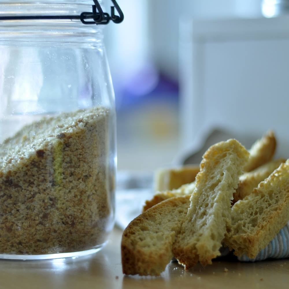 Krušna drobtina, prezla, krušne mrvice, Bread crumbs...