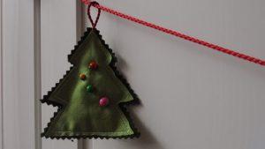 100 bofora, šivanje božićnih ukrasa