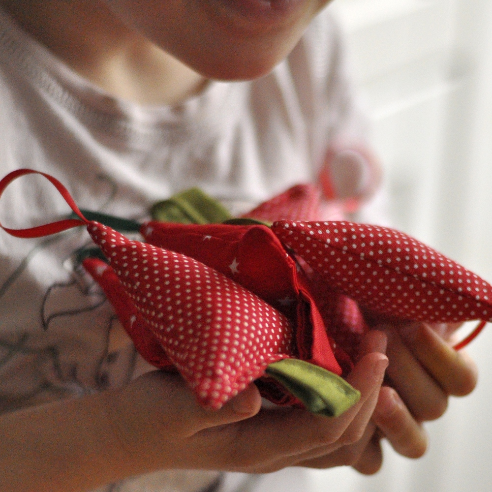 Crveni božićni ukrasi